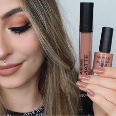Muhteşem ikili ❤️ Ruj 💄: Farmasi No : 03 Nude essence Oje 💅: Farmasi No : 05 Biscuit. Essence Nail Polish, Nail Polish Blog, Shadow Video, Farmasi Cosmetics, Beauty Makeup, Hair Beauty, No Eyeliner Makeup, Eye Palette, Lip Pencil