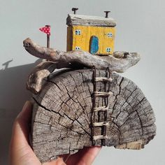 "46 Likes, 1 Comments - Artist (@snowys_art) on Instagram: ""#SnowySArt Yellow house Dimenzije 16x9x18 prodato…"""