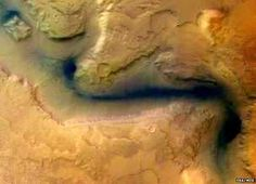Reull Vallis channel on Mars as seen by ESA's Mars Express in 2004 (False colour)