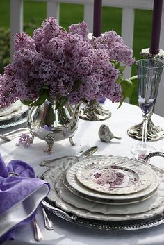 Gorgeous lilac and silver tablescape