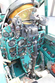 Palm Springs Air Museum: Mikoyan-Gurevich MiG-21 - Cockpit