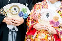 100均の材料でdiyできる扇子ブーケ・扇子プロップスの作り方   marry[マリー] Diy Wedding, Wedding Photos, Marriage, Crafts, Marriage Pictures, Valentines Day Weddings, Manualidades, Wedding Photography, Handmade Crafts