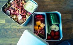 Witlofsalade met rosbief en radijs als lekkere gezonde lunch passend in een koolhydraat arm dieet onderdeel van de gobento.nl weekmenus.