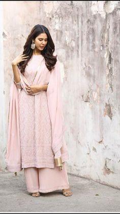 Pakistani Fancy Dresses, Party Wear Indian Dresses, Dress Indian Style, Indian Fashion Dresses, Indian Wedding Outfits, Indian Designer Outfits, Indian Outfits, Designer Dresses, Indian Attire