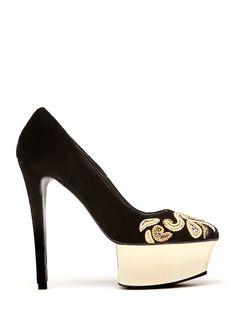 MANGO - Zapato negro con plataforma dorada superpuesta y brocados. #shoes