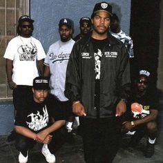 Hip hop tunes is an element associated with gangster rap traditions mainly involving Camera People Estilo Gangster, Estilo Cholo, Arte Do Hip Hop, Hip Hop Art, 90s Hip Hop, Hip Hop And R&b, Hipster Outfits, Grunge Outfits, Emo Outfits