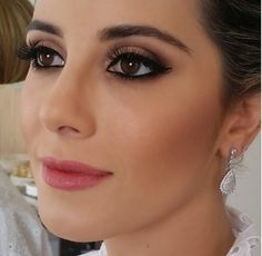 55 Simple Makeup Ideas for Brown Eyes That You Have To Try Atemberaubende 55 einfache Make-up- Golden Eyeshadow, Eyeshadow Primer, Makeup Primer, Body Makeup, Eye Makeup, Hair Makeup, Beauty Make-up, Make Beauty, Professional Makeup Artist