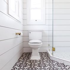 40 Enchanting Bathroom Tile Ideas With Shiplap Walls. Do you have a small bathroom that you are just dying to update? Small bathrooms can be tricky when it comes to remodeling. Many times there just i. Shiplap Bathroom Wall, Neutral Bathroom, Master Bathroom, Nailart, Douche Design, Shower Installation, Walk In Shower Designs, Shower Surround, Ship Lap Walls
