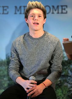 Do you know what I figured out? Niall and I have a lot of things in common. i love to eat, sleep love hair!! to many to say!!