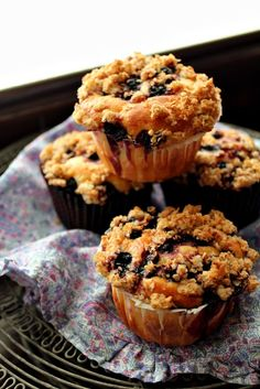 blueberry and oat crumble muffins