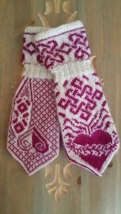 Valentine Knitting Charts, Baby Knitting, Knitting Patterns, Crochet Patterns, Fingerless Mittens, Knit Mittens, Knitted Gloves, Knit Crochet, Crochet Hats