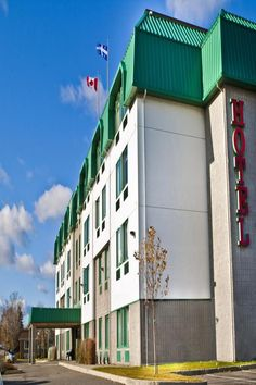 Only 15 km from Old Quebec City, Chateau Repotel Henri IV provides free WiFi. A flat-screen TV is featured in all guest rooms. Jean Lesage International Airport is 5 km away.  Guests staying at the Henri IV Repotel can start the day with a free continental breakfast or enjoy a free cup of coffee and a weekday newspaper. The hotel also provides free on-site parking. Old Quebec, Quebec City, Continental Breakfast, Lesage, Start The Day, Guest Rooms, International Airport, Free Wifi, Newspaper
