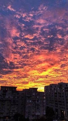 Dec 17 2019 - Uploaded by magdalena . Find images and videos about sky sunset and cloud on We Heart It - the app to . Sunset Wallpaper, Landscape Wallpaper, Tumblr Wallpaper, Wallpaper Iphone Cute, Colorful Wallpaper, Cute Wallpapers, Wallpaper Backgrounds, Korea Wallpaper, Couple Wallpaper