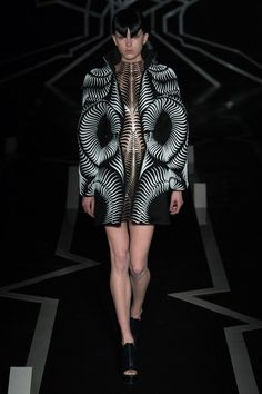 View the full Iris van Herpen Spring 2017 couture collection.