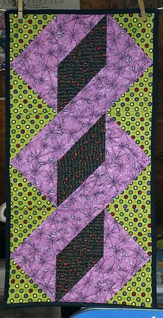 Twisted Pole Runner in Halloween fabrics.Way to go, Sis! Skinny Quilts, Ribbon Dance, Homemade Quilts, Halloween Fabric, Table Runners, Applique, Quilting, Blog, Blanket