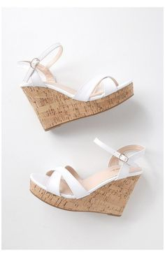 White Wedge Sandals, White Wedges, White Heels, Wedge Shoes, Wedge Sandals Outfit, Sandal Heels, Cork Sandals, Fashionable Snow Boots, Fashion Heels