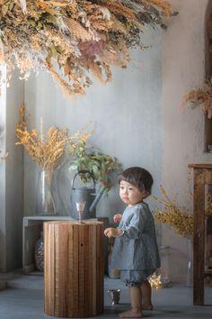 名古屋のフォトスタジオノーブレムのベビーフォト。七五三、お宮参り、誕生日、家族写真、マタニティ、様々なジャンルの撮影ができるフォトスタジオです。 Vintage Baby Boys, One Year Old, Baby Family, Family Photography, Children, Kids, Bouquet, Concept, Photoshoot