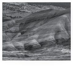 Black and White Painted Hills Overlook #marslike #pnw #oregonexplored #paintedhills #paintedhillsoregon #mitchell #sevenwondersoforegon #oregonsfinest #naturesart #naturalcolor #naturesbeauty #iphoneonly #nofilter #oregonnw #upperleftusa #pnwisbeautiful #pnwonderland #pnwphotographer #blackandwhite #bw