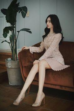 Korean Fashion Styles, Korean Girl Fashion, Ulzzang Fashion, Kpop Fashion Outfits, Korean Outfits, Asian Fashion, Look Fashion, Fashion Clothes, Fashion Models