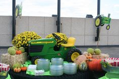 Google Image Result for http://www.cmt.com/sitewide/assets/img/events/2009/big_green_tractor/IMG_6531-x600.jpg