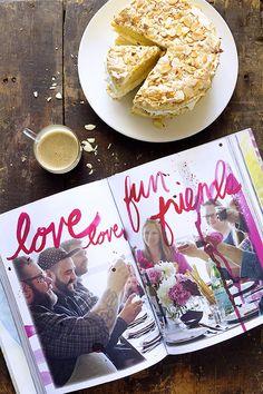Vanilla cake with Meringue & Almond topping Cupcake Recipes, Cupcake Cakes, Dessert Recipes, Cupcakes, Strudel, Just Desserts, Delicious Desserts, Cobbler, Meringue Cake
