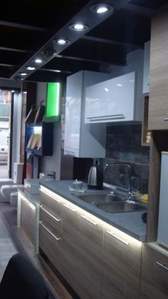 Spiti Experts Ανακαίνιση κουζίνας  Ecoανάπτυξη Bathroom Lighting, Mirror, Furniture, Home Decor, Bathroom Light Fittings, Bathroom Vanity Lighting, Decoration Home, Room Decor, Mirrors