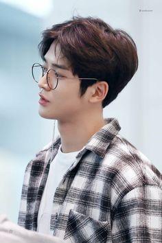 Handsome Korean Actors, Handsome Boys, Kim Ro Woon, Korean Drama Romance, Foto Poster, Korean Boys Ulzzang, Korean Men, Jung Hyun, Fnc Entertainment
