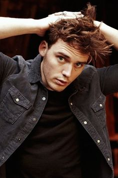 Sam Claflin= Finnick? Lovelovelove, these casting directors really know what they're doing :]