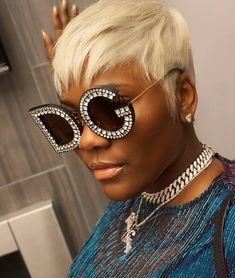 Best Ideas For Short Haircuts Picture DescriptionKellon Deryck is slaying this short blonde wig! Blonde Pixie Haircut, Short Blonde Pixie, Blonde Wig, Bald Haircut, Ash Blonde, Super Short Hair, Short Hair Cuts, Short Hair Styles, Natural Hair Styles