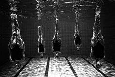 Synchronized swimming photos by Tomasz Gudzowaty