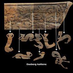 Oseberg kattene i højre side på endestykket af Oseberg-vognen