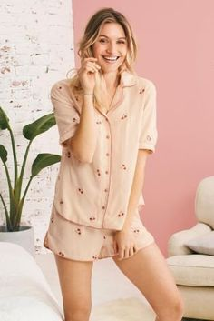 What makes cosy short pyjamas even better? Floral embroidery, of course! It's chic, cute, and comfy – the three C's we need for the perfect pyjama set!
