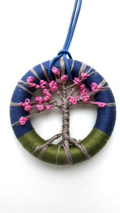 Great idea for a necklace using the Dorset Button technique. beautiful dorset button that would make a nice pendant or earrings Dorset like tree Crochet Buttons, Diy Buttons, How To Make Buttons, Textile Jewelry, Fabric Jewelry, Jewellery, Button Art, Button Crafts, Crochet Wreath