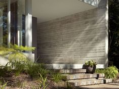 Building Exterior Stairs with Classy Bricks and Modern Tiles Exterior Stairs, Wall Exterior, Building Exterior, Interior And Exterior, Building Steps, Entrance Design, House Entrance, Board Formed Concrete, Modern Outdoor Furniture