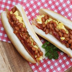 Guédille aux oeufs et fèves au bacon Hot Dog Buns, Hot Dogs, Bacon, Brunch, Bread, Ethnic Recipes, Food, Other Recipes, Morning Breakfast