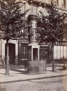 Pissoirs. Boulevard de Sébastopol.