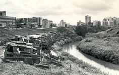 Canal do bairro Costa Azul, antes da construção do Parque Costa Azul.