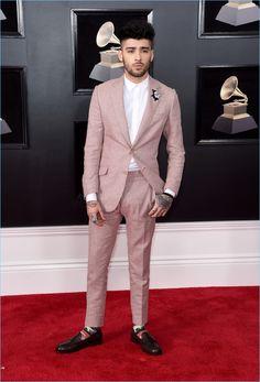 Attending the 2018 Grammy Awards, Zayn Malik wears a pink Richard James suit.
