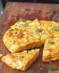 Was die Spanier können, können wir schon lange: Wir zeigen euch Schritt für Schritt, wie eine Tortilla aus der Pfanne perfekt gelingt.