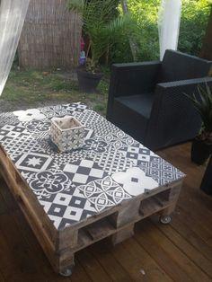 Ma table palette& carreaux de ciment. #mosaic #azulejos de cemento #mesas decoradas con baldosas hidraulicas estilo #patchwork en #blancoynegro consulte diseño en conipisos.com #furnituredesigns