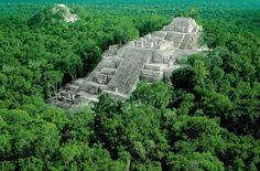 En plena selva del Petén se encuentra la cuna de la civilización maya, una metrópolis con pirámides solo equiparables a …