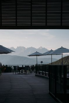 The early bird catches the view. Hotel Architecture, Architecture Design, Hotel Breakfast, Kings Day, Das Hotel, Beautiful Hotels, Early Bird, Alps, Mornings
