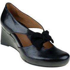 women's pump: Earthies Women's Bristol Slip-on Shoes,Black Soft M US