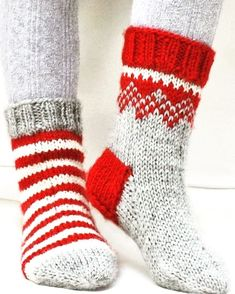 "G… Twinkle Toes – Knitted DROPS Christmas socks with pattern from ""Karisma"". Size 22 – – Free oppskrift by DROPS Design Knitting Socks, Loom Knitting, Free Knitting, Knitting Patterns, Crochet Patterns, Knit Socks, Knitting Ideas, Knitted Socks Free Pattern, Finger Knitting"