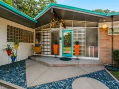 Swell Mid-Century Modern Atomic time capsule house in Dallas, TX