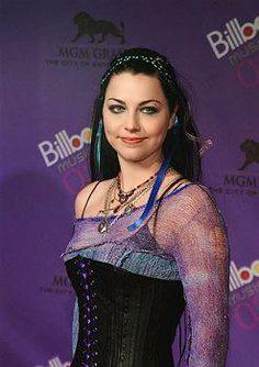Amy Lynn Lee Hartzler (Riverside, 13 de dezembro de 1981), mais conhecida apenas como Amy Lee, é uma cantora, compositora e musicista americana; além de ser co-fundadora e vocalista da banda de rock Evanescence.