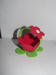 Cestinha flor de eva para bombom, ótimo para os temas jardim, moranguinho e outros.  Para esclarecer dúvidas entre em contato, ficarei feliz em atende-lo.