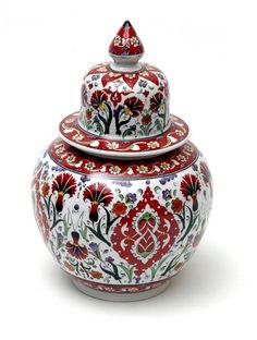 .Red carnations on the jar, Kütahya