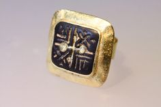 Antonella Sicoli ring. 18 kt gold, old steatite seal.