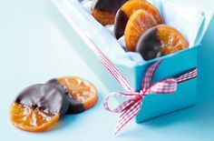 For a delicious and easy Christmas sweet treat, try these candied clementine slices. | Tesco